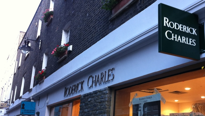 Cast Bronze Lettering on Shop front with Projecting Sign
