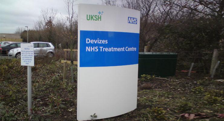NHS / UKSH Devizes - Curved Hospital Monolith Signage